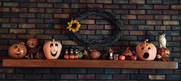 jack o' lanterns on Mother's mantel